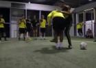 Crack de fútbol freestyle humilló a los juveniles