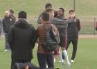 Robinho se lo pasa en grande en los entrenos del Guanzhou