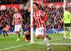 El Stoke City se impone al United y hunde a Van Gaal