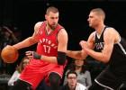 Toronto se lleva el duelo entre Valanciunas y Brook López