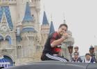 ¡Se desata la locura por Chicharito en Disney!