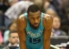 Middleton (24) termina de hundir a los Hornets de Jordan