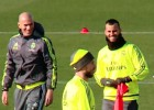 La broma de Zidane a Jesé por los guantes que llevaba