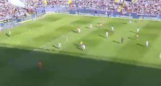 Luis Suárez pudo arrancar en posición ilegal en el 0-1