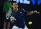 Djokovic y Federer se citan en semis; acaba el sueño de Carla