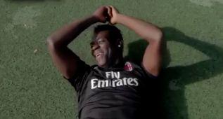 Balotelli acabó en el suelo, humillado por este brutal caño