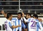 El Málaga toma Ipurúa con goles de Juanpi y Santa Cruz