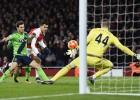 El Arsenal se estrella contra Forster y se le aleja del líder