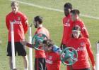 El Atlético se entrena pensando en la línea defensiva