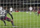 Neymar volvió a fallar un penalti con su estilo habitual