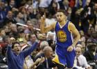 Curry realiza un auténtico partido: 51 puntos de estrella