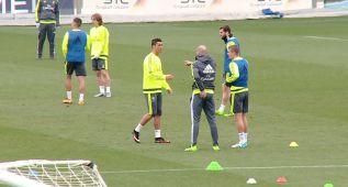 Cristiano y Toni Kroos se 'pelean' por James