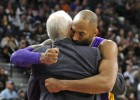 Kobe da miedo a San Antonio en su partido de despedida