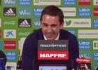 ¿De qué se reía Neville en rueda de prensa tras perder?