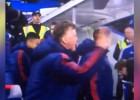Van Gaal explota en el banquillo de Stamford Bridge