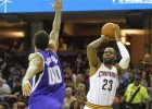 Irving y el triple-doble de LeBron aniquilan a los Kings