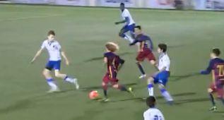 Xavi Simons en un partido con el Barça