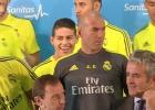 Las risas de James durante un acto del Real Madrid