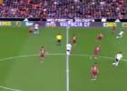 La pasividad 'pachanguera' de Mathieu en el gol de Negredo