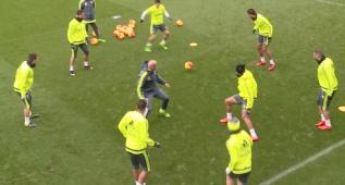 Zidane participó en el rondo de los cracks y... ¡le tocó en medio!