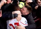 Un fan del Liverpool besó en la boca a Origi tras marcar el 0-4