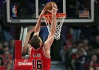 Gasol leads Bulls to victory over Houston