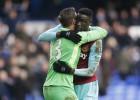 Un gran Adrián lanza al West Ham y hunde al Everton