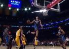 Gordon casi rompe el aro: ¡Bestial mate ante los Lakers!