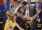 Sí, Curry también sabe hacer mates: ¡En la cara de Temple!