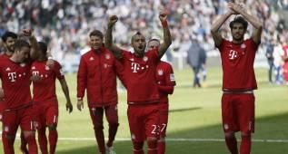 Vidal y Douglas deciden y el Bayern acaricia el título