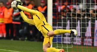 Tienen que beatificar a Oblak: paradón en el penalti de Müller