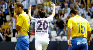 El Málaga golea a Las Palmas para acabar octavo
