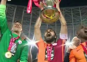 Un solitario gol de Podolski le da la Copa turca al Galatasaray