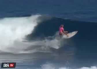 Reina del surf: vence con un solo brazo a la líder mundial