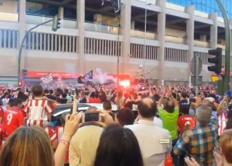 Pelos de punta: la afición del Atleti corea a Juanfran