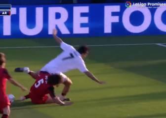 Como hace tiempo: la 'segada' perfecta de Puyol a Raúl