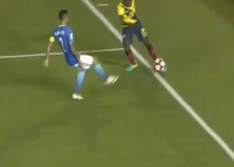 ¿Salió el balón en el gol sin ángulo de Bolaños?