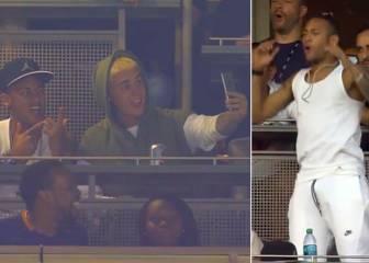 Otro show de Neymar: pasión en la grada y selfie con Bieber