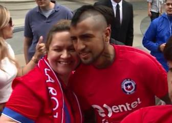 Vidal comparte con los hinchas en la Copa: fotos y autógrafos