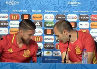 El juego de las sillas que se trajo Sergio Ramos con Iniesta