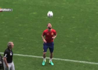 Sergio Ramos sí que sabe usar la cabeza: ¡qué malabarismos!