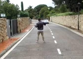 Ronaldo reta a Neymar: mete gol en un coche en marcha