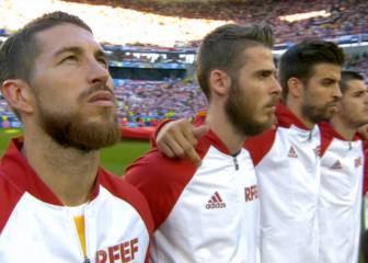 Este es el gesto de Piqué en el himno del que todos hablan