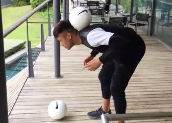 Neymar reta a Ronaldo: mete gol en un cubo con la espalda