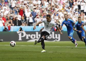 Özil fue el que desentonó en el baño: falló un penalti