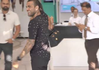 La afición de la Juve recibe a Alves a lo grande ¡Qué locura!