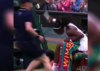 Serena Williams calma su rabia con un raquetazo a un cámara