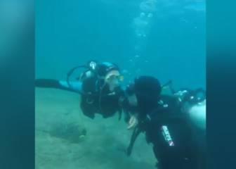 El romántico beso de Ramos a Pilar Rubio bajo el mar