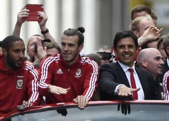 Bale disfrutó como un niño junto a su afición en Cardiff