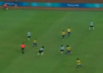 El día que Ronaldinho humilló a Messi vistiendo la canarinha